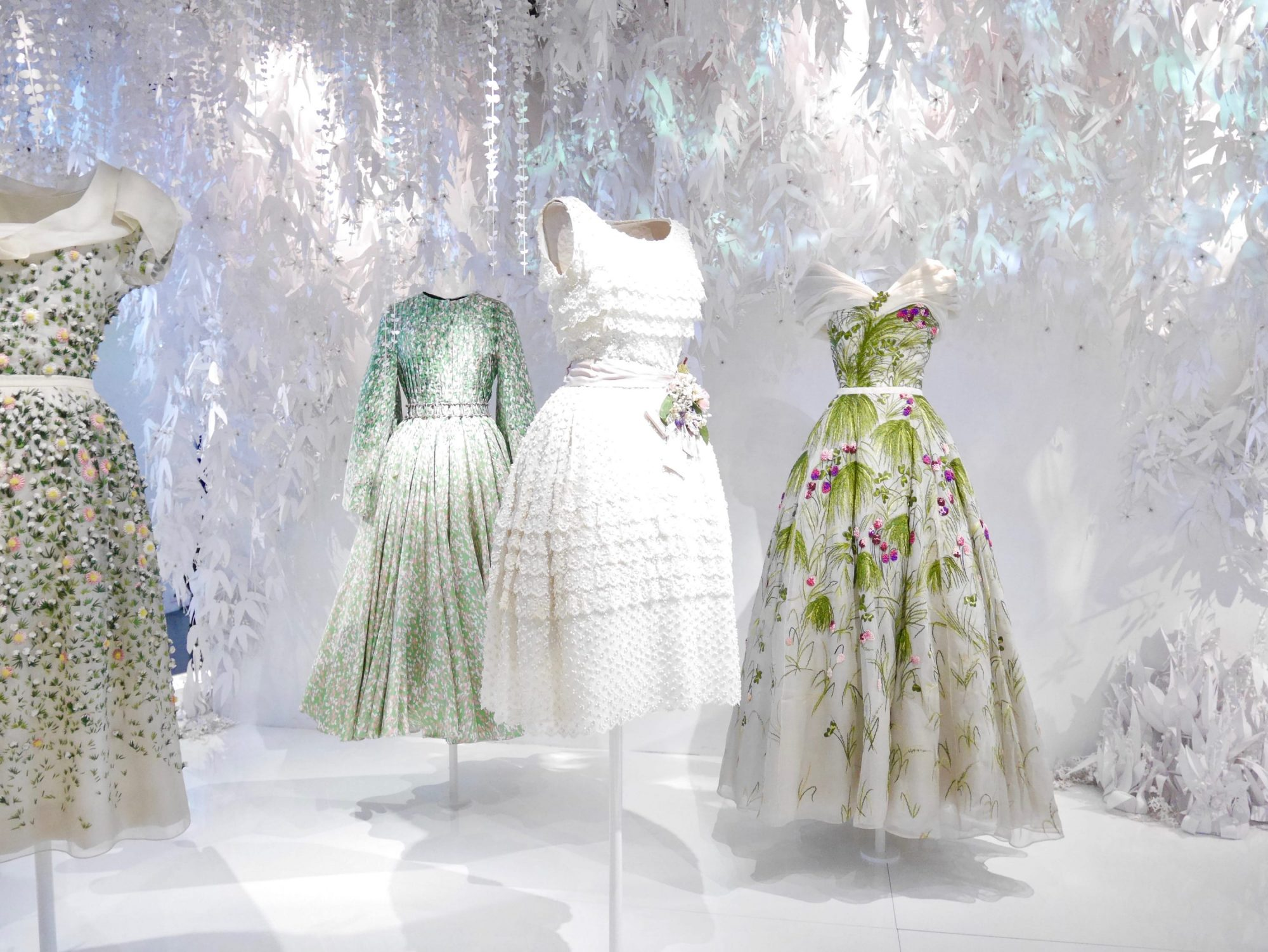 Christian dior couturier du r ve l 39 exposition au mus e for Couture de reve