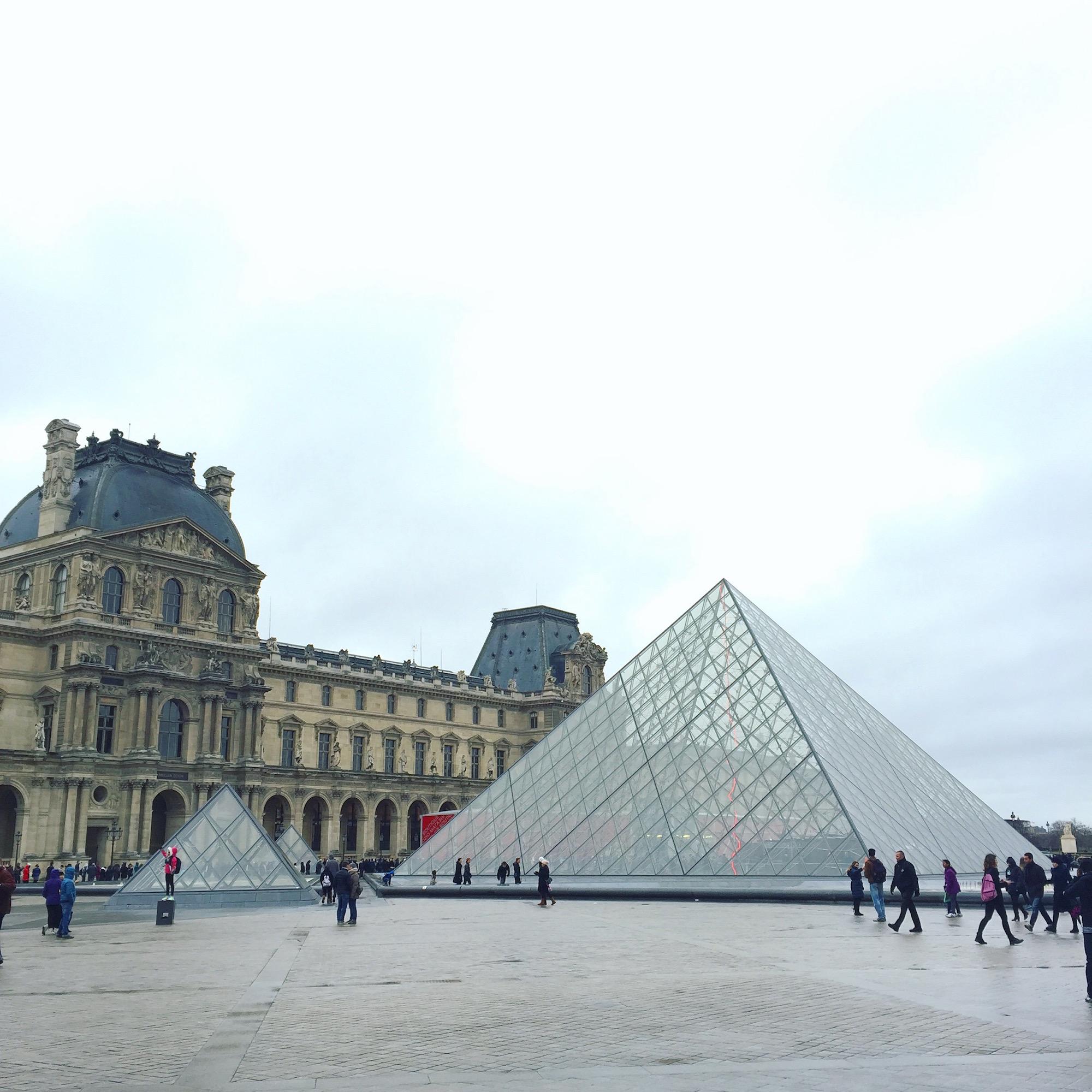 louvre pyramides paris
