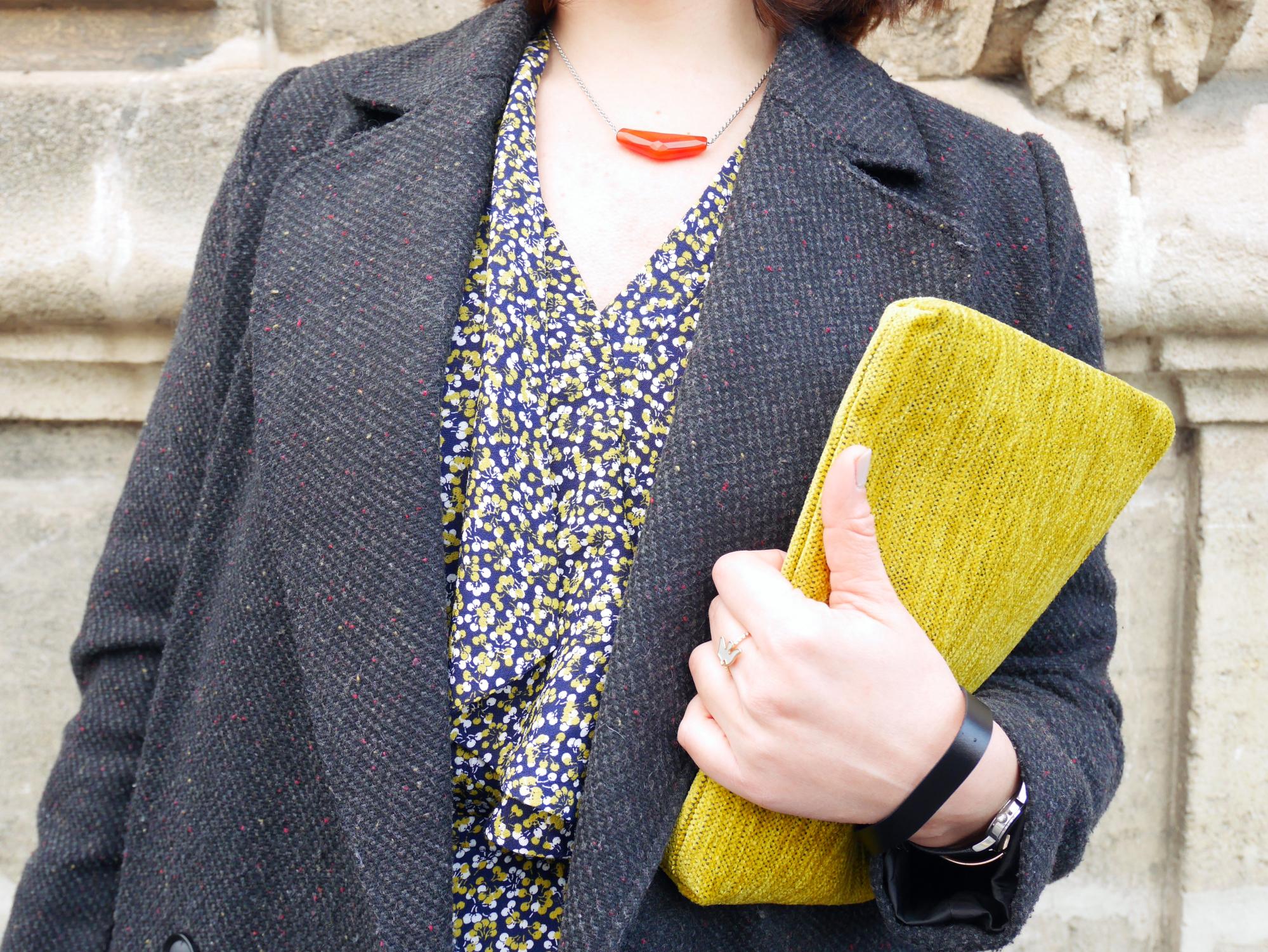 Look pochette jaune