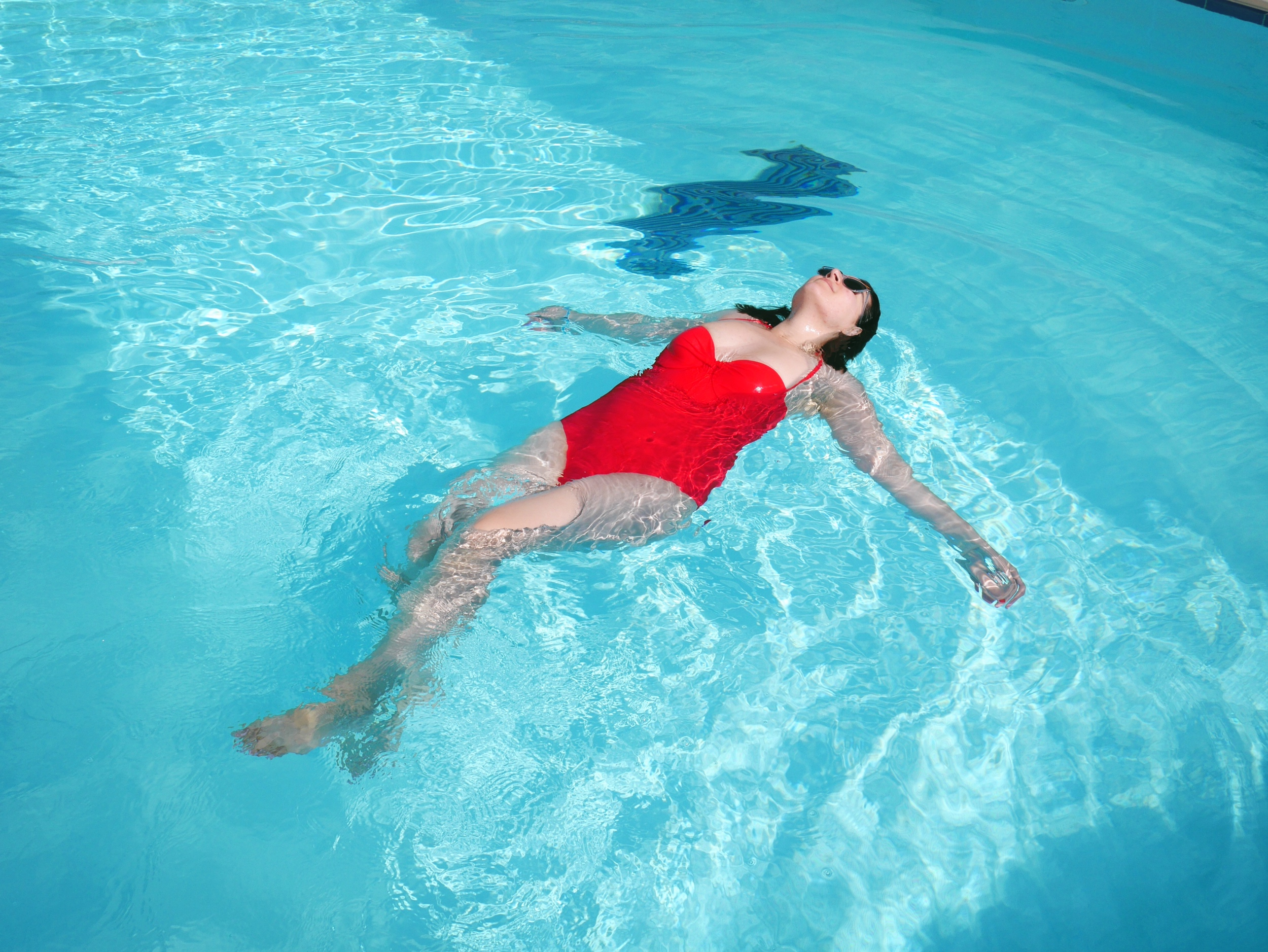 piscine maillot de bain rouge