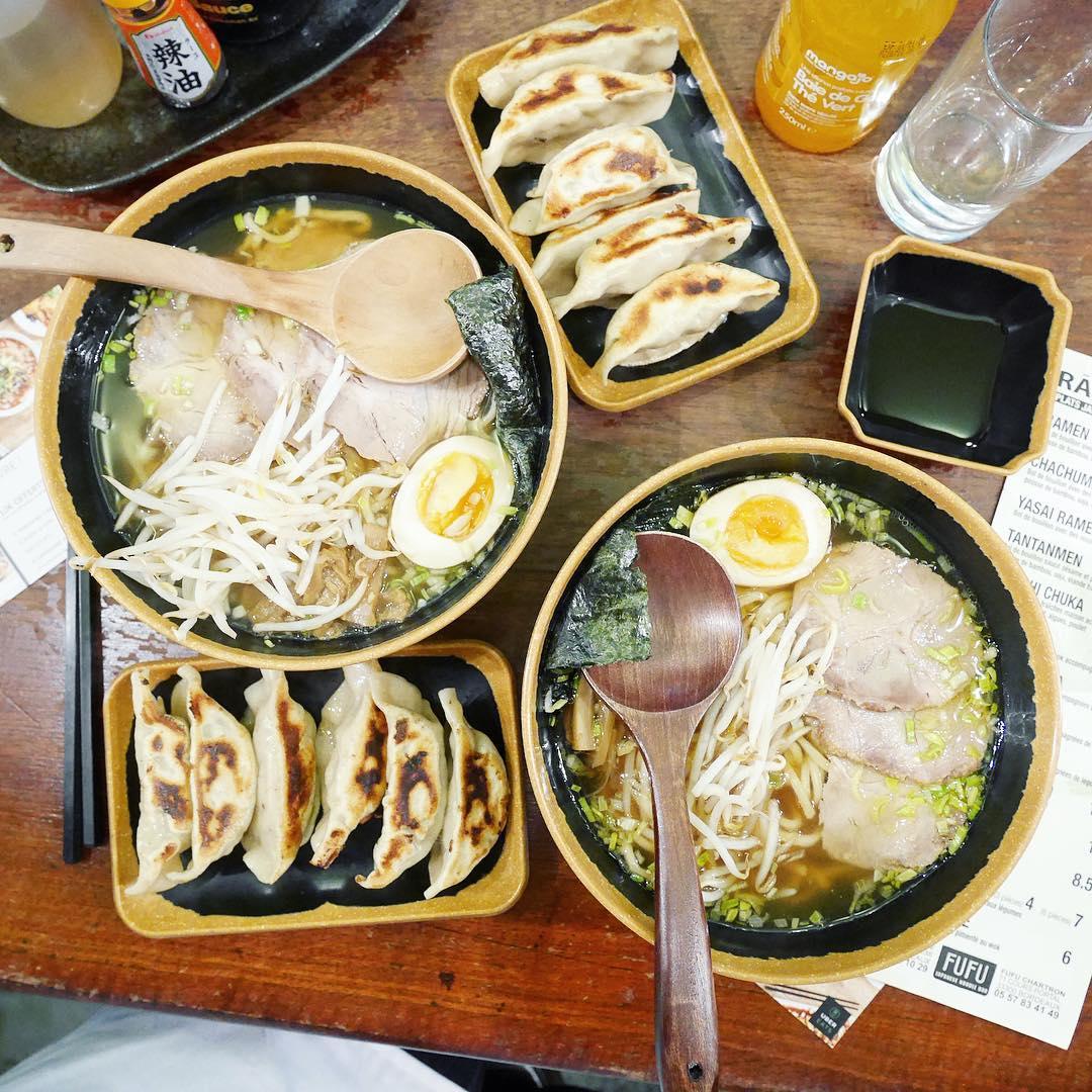 FUFU OPEN KITCHEN Ce soir avec @ubereatsfrance, on a découvert entre filles l'envers du décor de @fufuramenbordeaux et on a dégusté nos créations L'atelier cuisine à découvrir sur mon InstaStory #fufu #ubereats #eatsbordeaux #eatsopenkitchen #food #foodlover #ramen #japan #japanfood #lunch #noodles #yummy #blog #blogmode #blogbordeaux #lifestyle #lifestyleblogger #igers #ig_daily #igersdaily #photooftheday #love #instagood