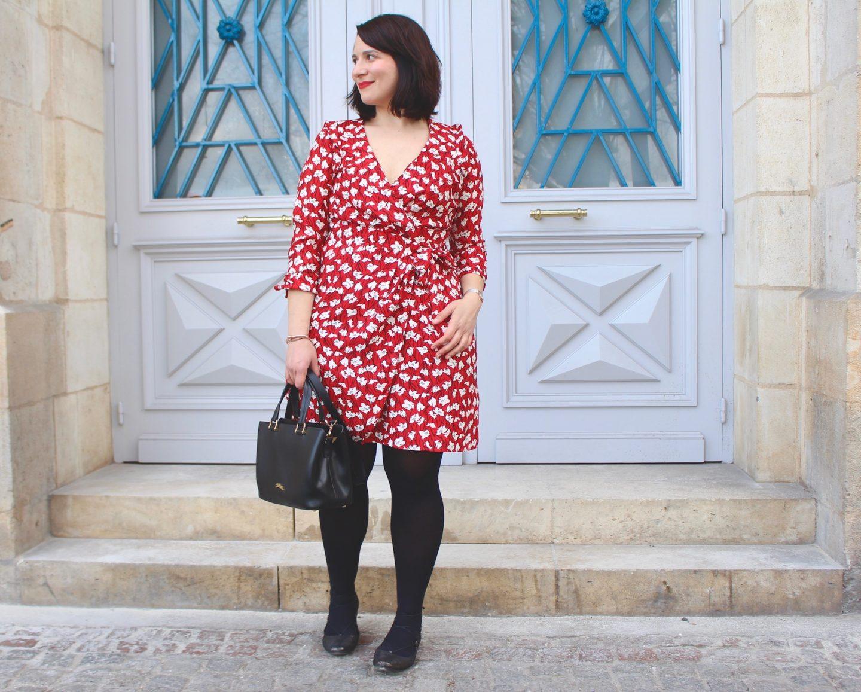 robe rouge à fleurs