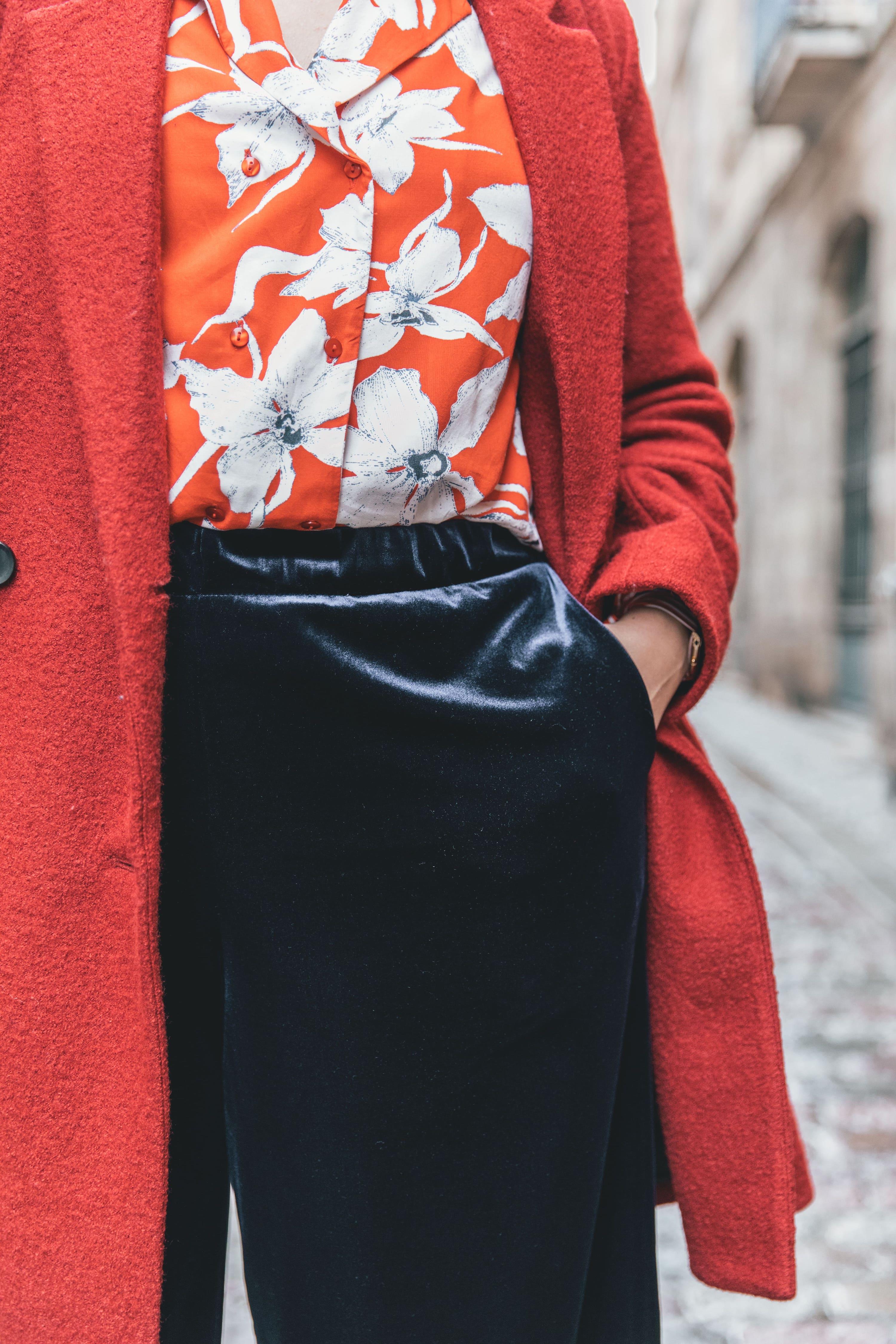 chemise rouge à fleurs