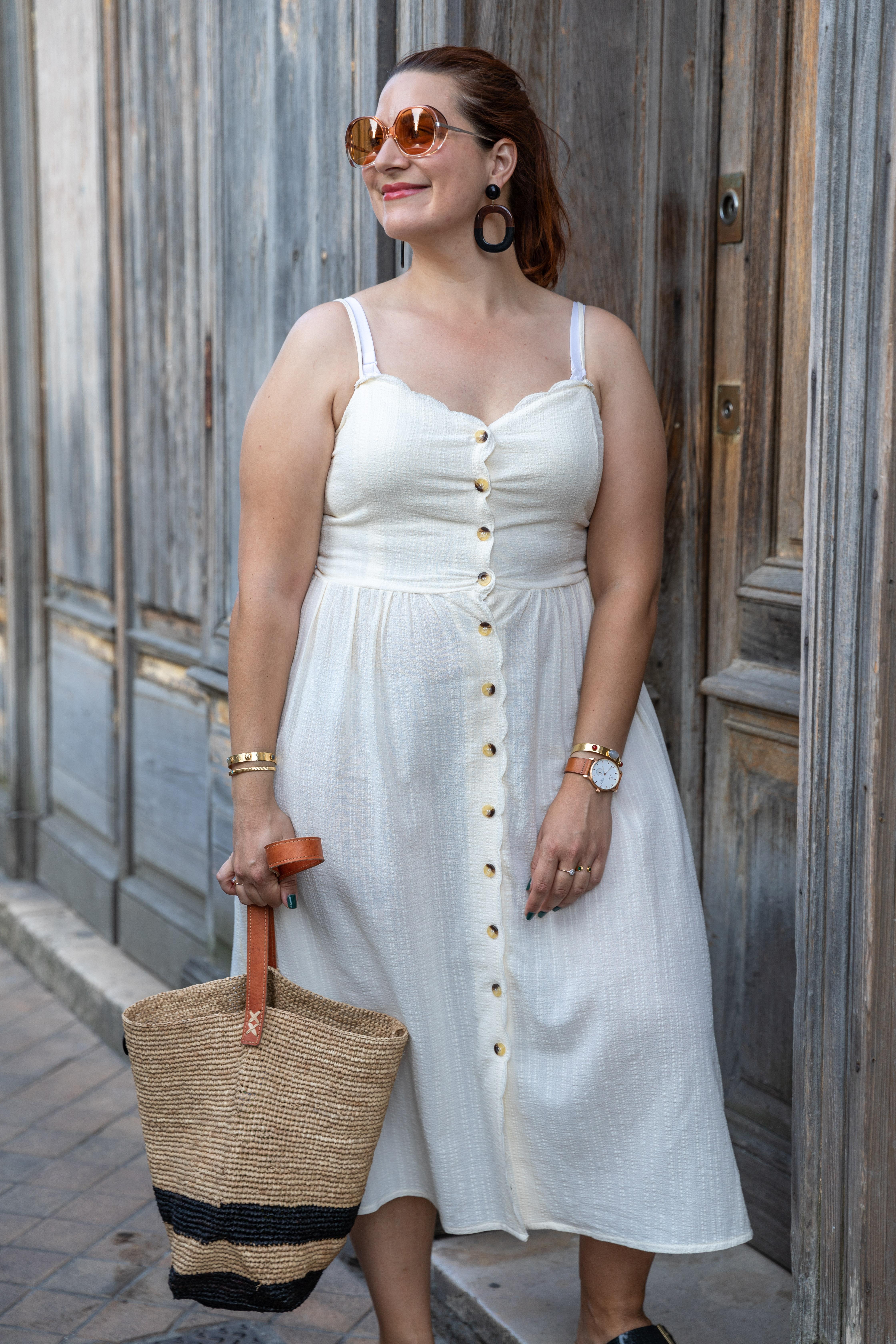 robe blanche à boutons