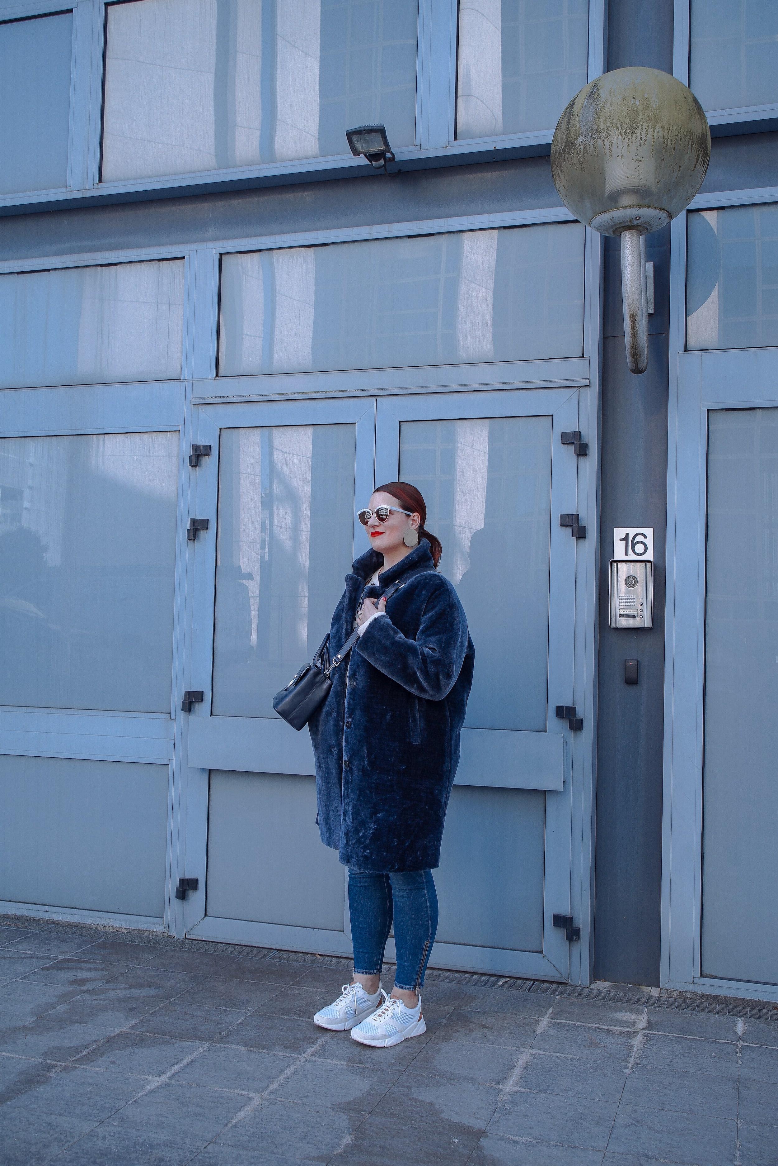 manteau-fausse-fourrure-bleue