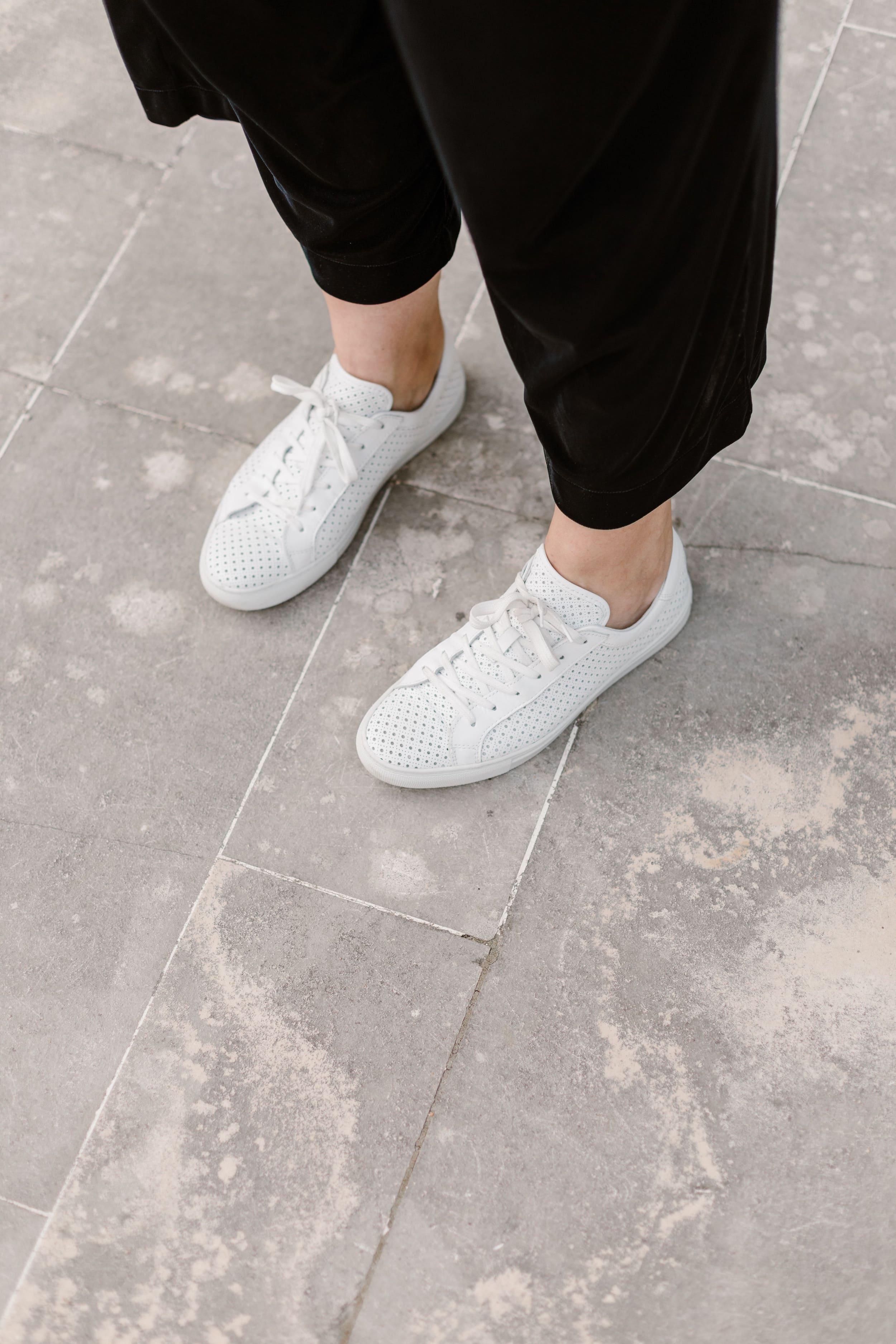 baskets-blanches-perforées
