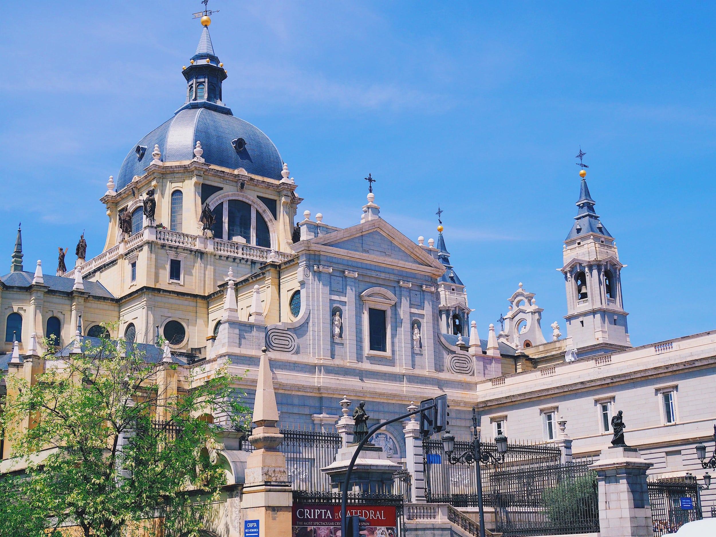 visiter-la-cathedrale-de-la-almudena