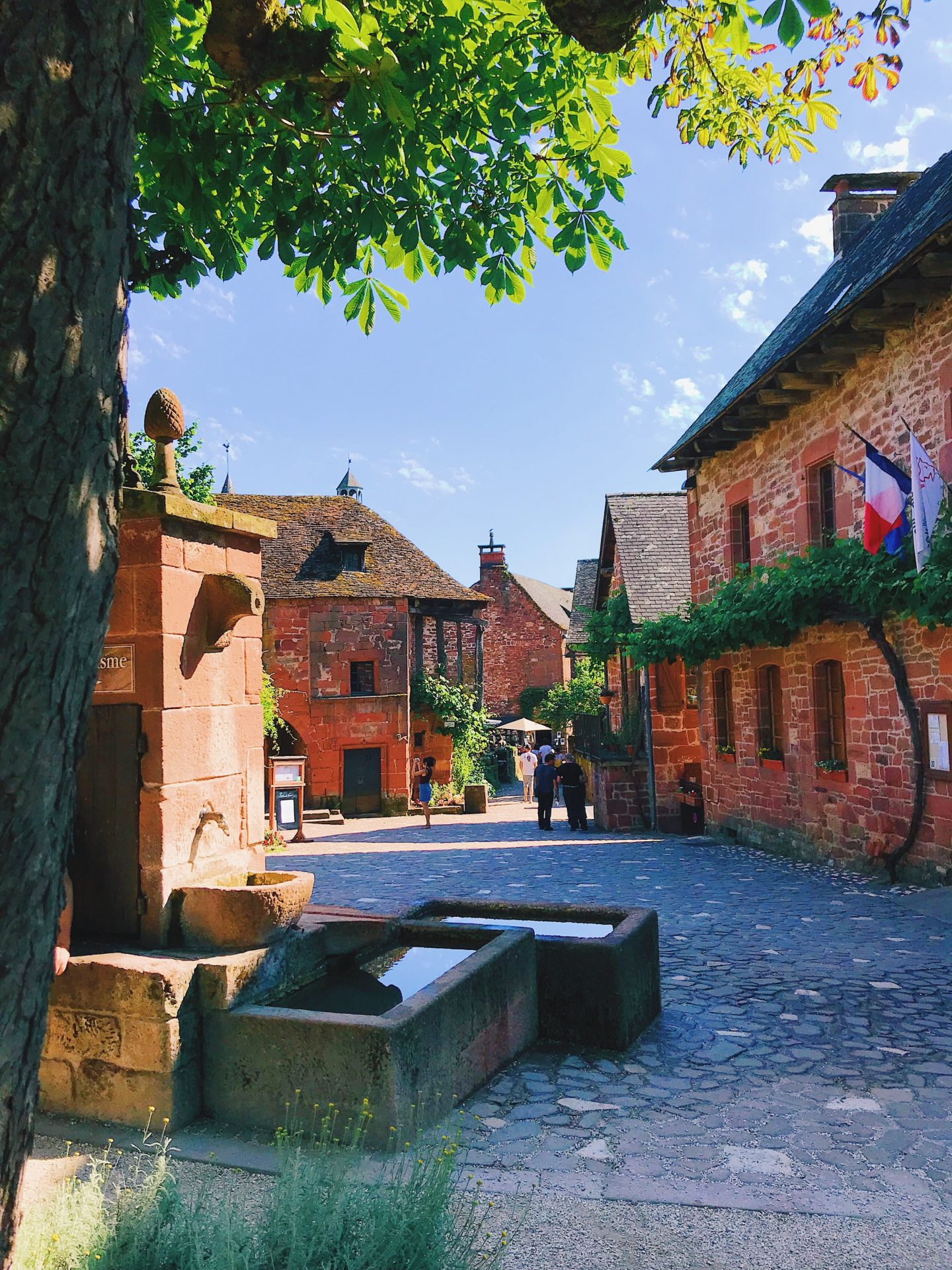collonges-la-rouge-village