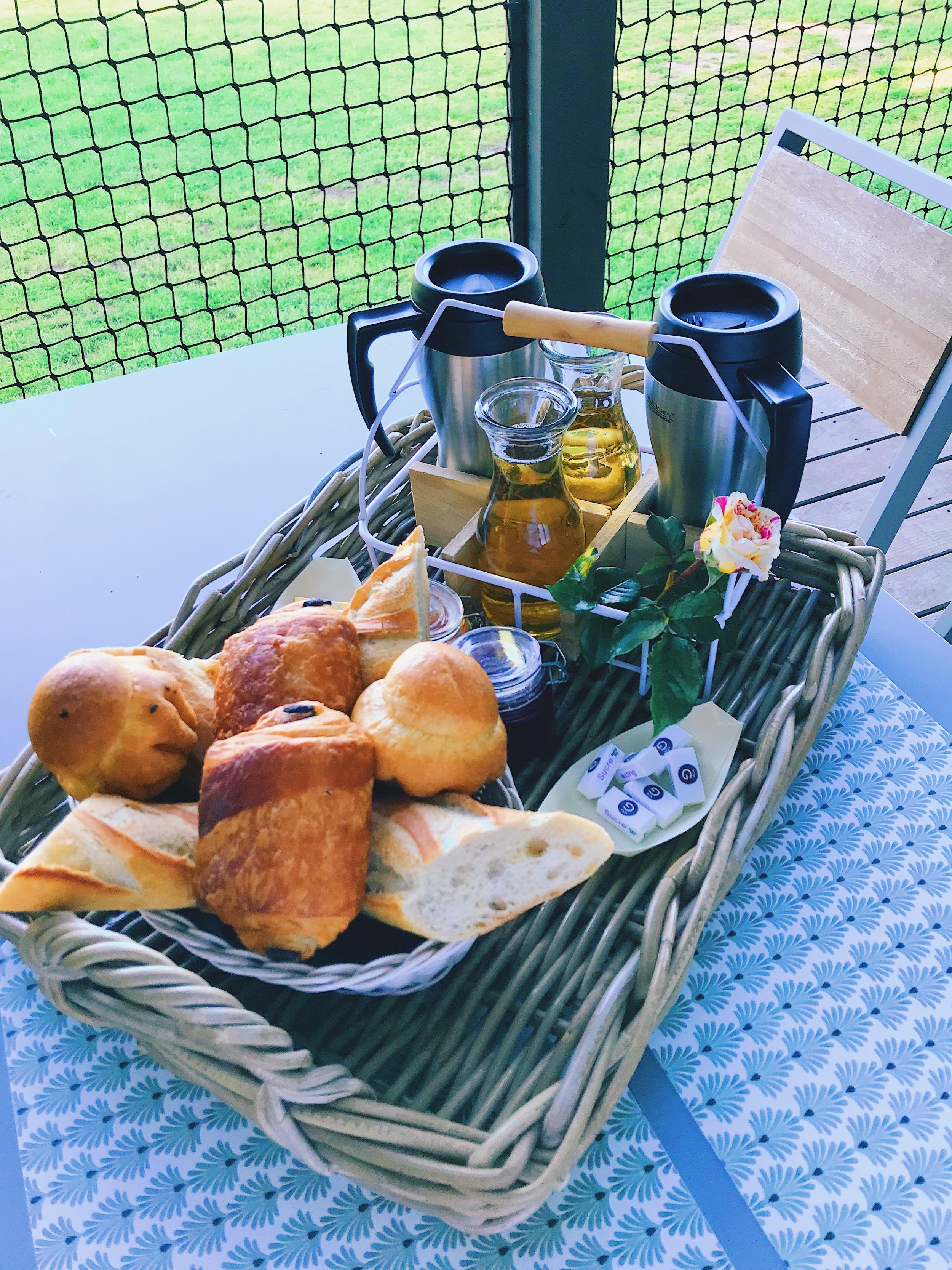 petit-déjeuner-cabane-en-bois