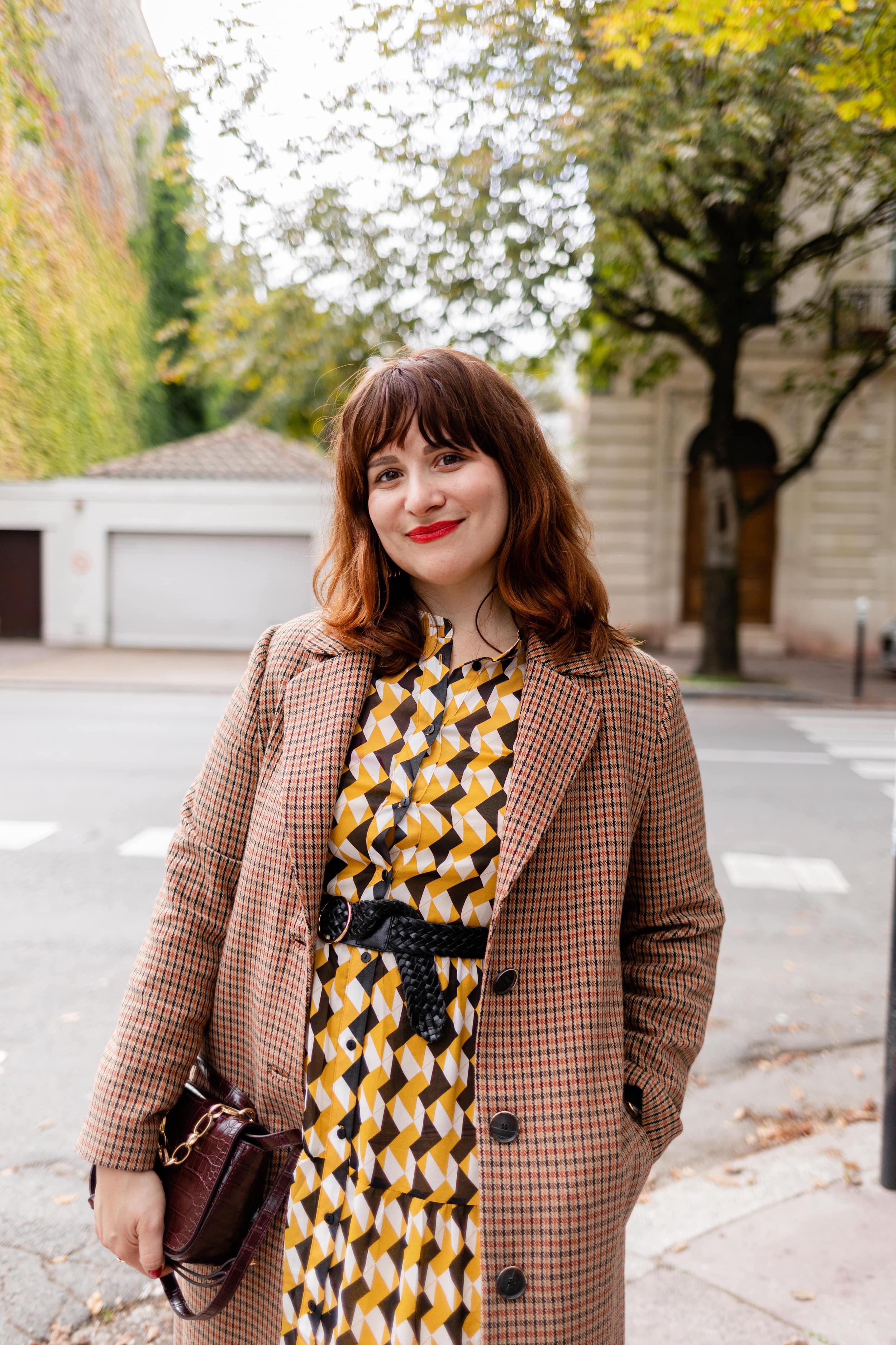 look-manteau-à-carreaux